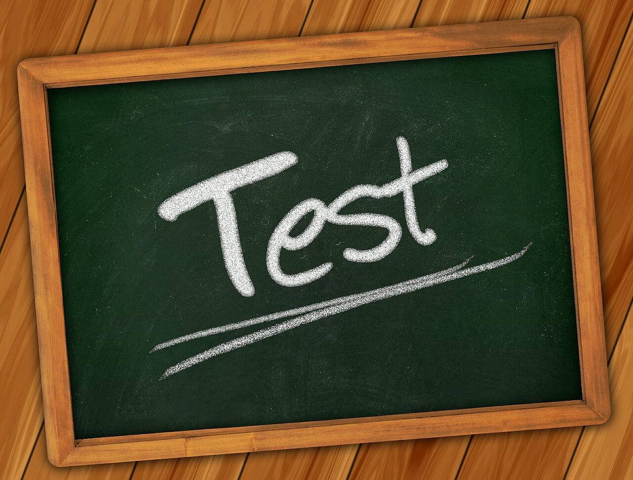 バックテストの結果を踏まえ、ポートフォリオの一部(債券)を変更します。